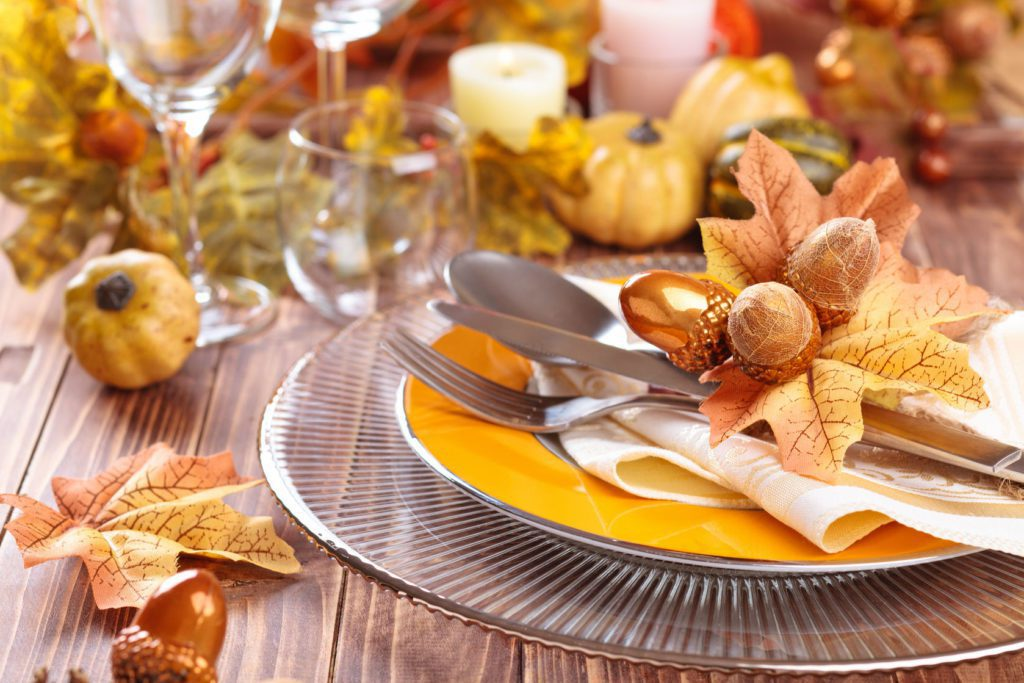 Thanksgiving tablescape ideas - Dinnerware w/ metallic accents