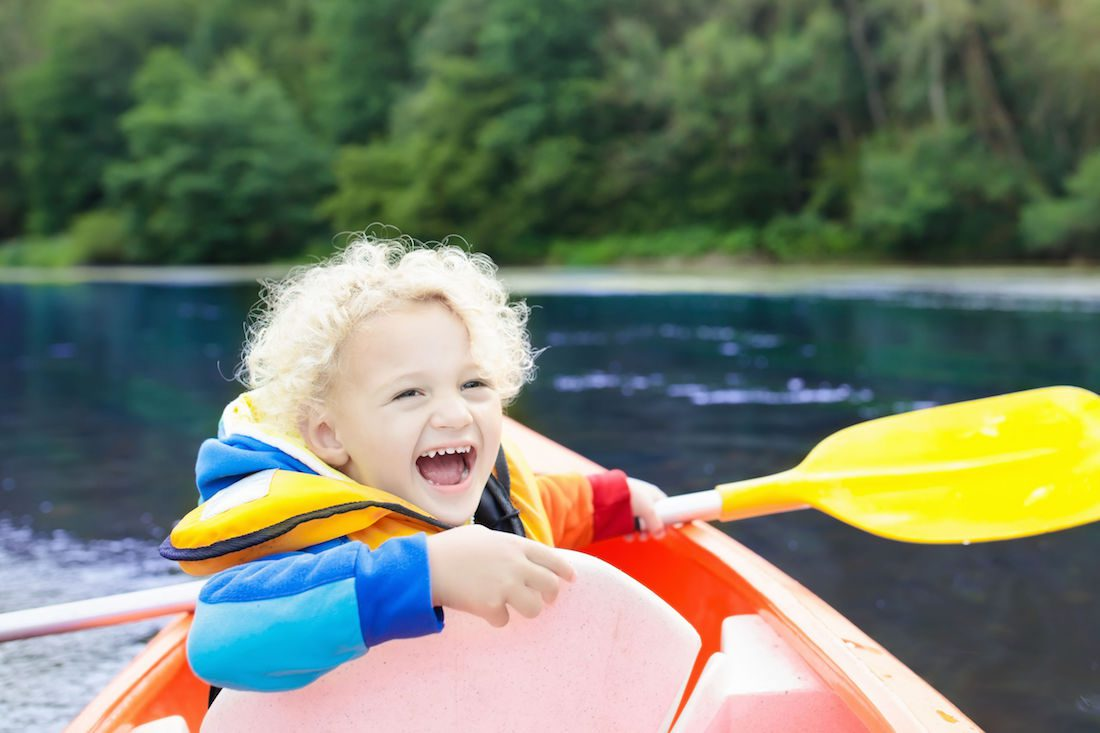 Child kayaking down river [famveldman] © 123RF com